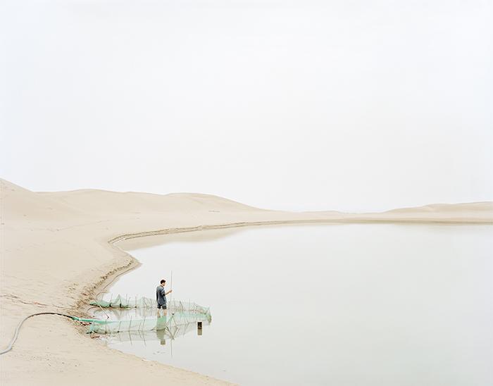 他不拍风景名胜,却拍出了最诗意的当代中国